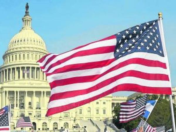 Economía estadounidense tiene su mejor desempeño en casi 4 años