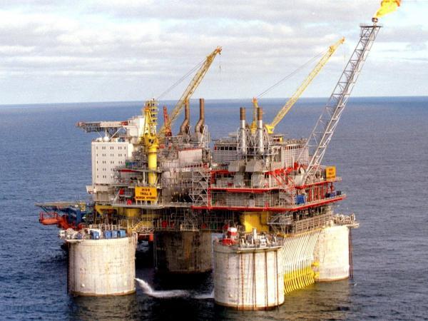 Petróleo cerró con ganancias por incremento en refinerías