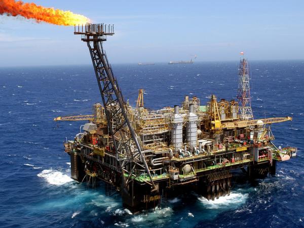 Los precios del petróleo son más altos en los riesgos de suministro