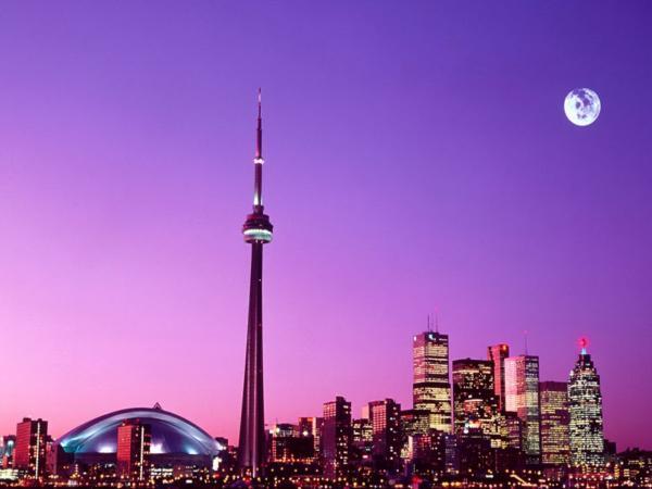 Toronto (Canadá). En esa ciudad se concentran las más importantes compañías de abogados y contaduría. Buen lugar para trabajar.