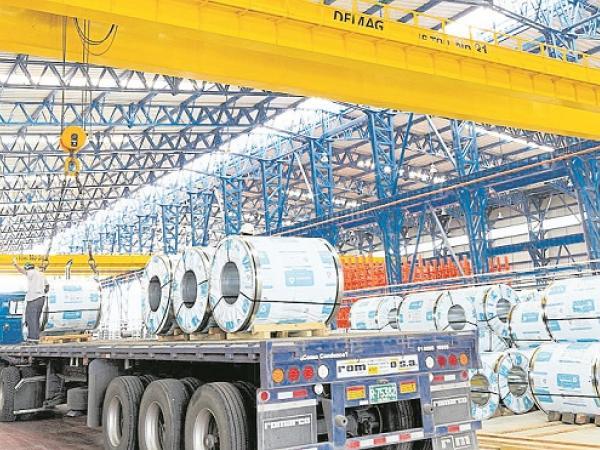 Producción industrial se desplomó 6.8% en abril, revela el Dane