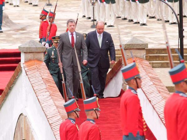 Santos no descarta suspender relaciones con Venezuela
