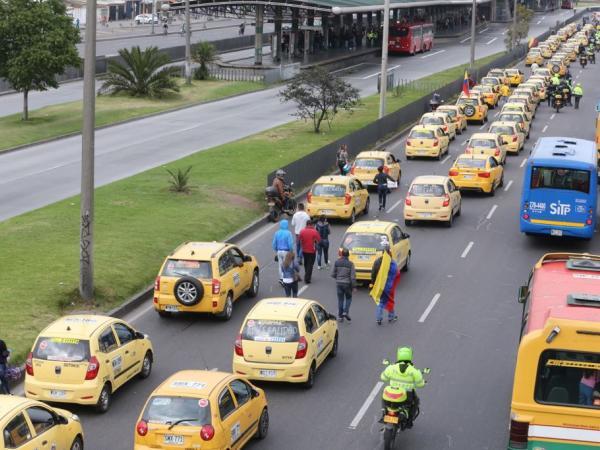 Usuarios opinan que taxistas no deberían volver a trabajar