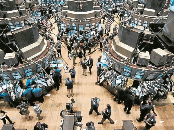 Wall Street cerró al alza tras aumento en contrataciones