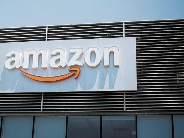 Amazon alcanza valoración bursátil de un billón de dólares