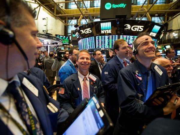 Sector tecnológico lidera caída de Wall Street; Amazon se hunde más