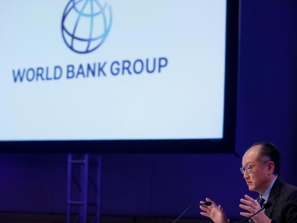 Desaceleración global por intereses y proteccionismo — BM
