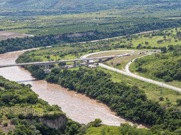 El puente que conecta Flandes con Girardot