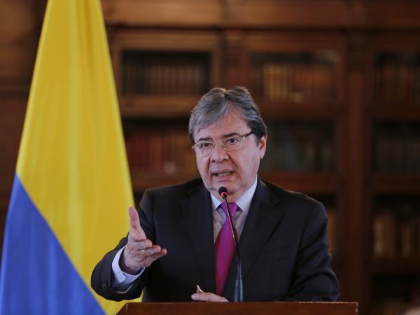 Murió por Covid-19 el ministro de Defensa, Carlos Holmes Trujillo