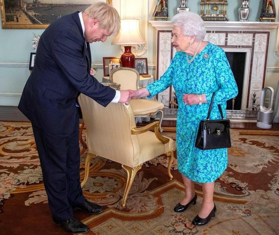 Reina Isabel II aprobó suspender el Parlamento hasta el 14 de octubre