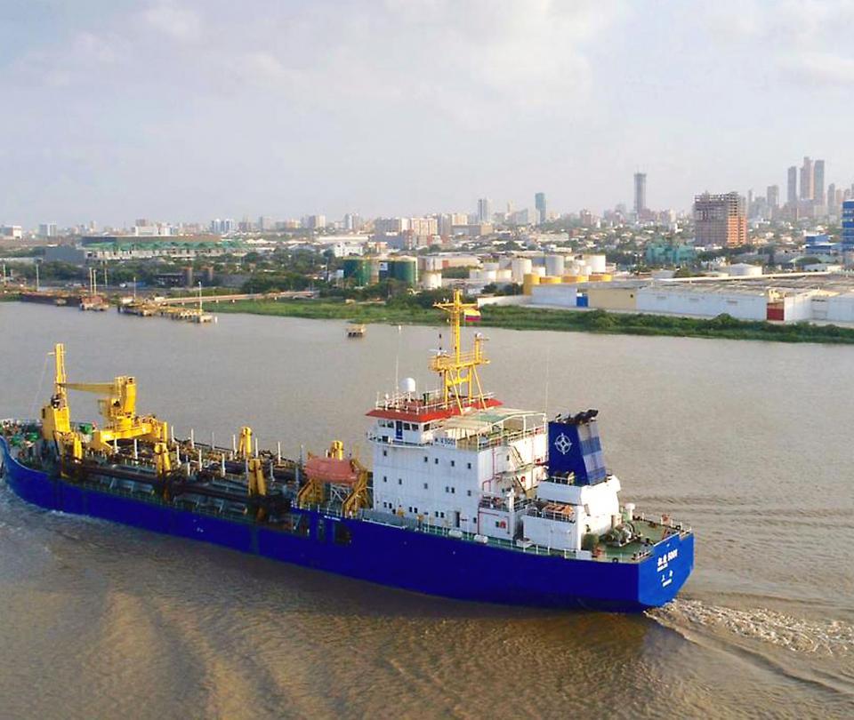 Puerto de Barranquilla ha desviado 300.000 toneladas por contingencia - Noticias de Colombia