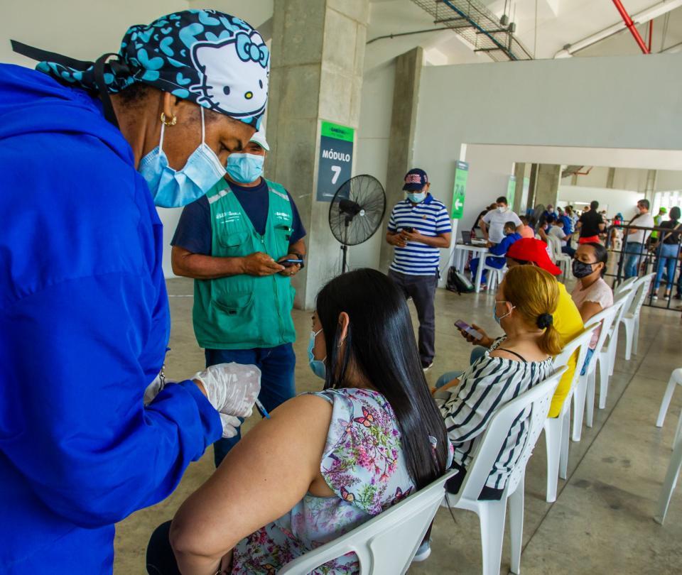 Trabajadores pueden pedir día libre para ir a vacunarse - Noticias de Colombia