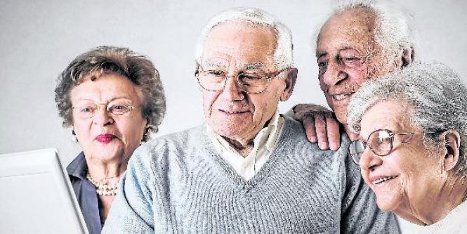El libro está lleno de creativas ideas acerca de cómo los mayores de 60 años pueden vivir el último tercio  de su vida