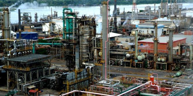 Barriles de petróleo WTI y Brent caen este lunes