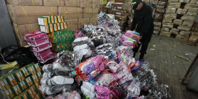 Contrabando hacia Colombia agudiza escasez en Venezuela