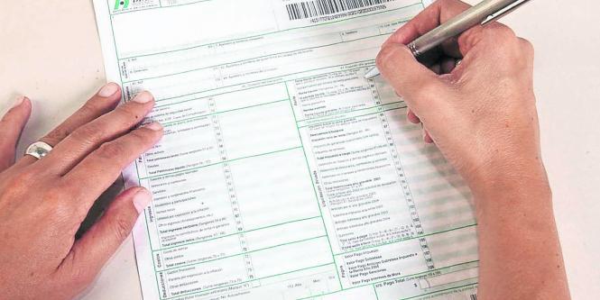 Image result for declaracion de renta en mano