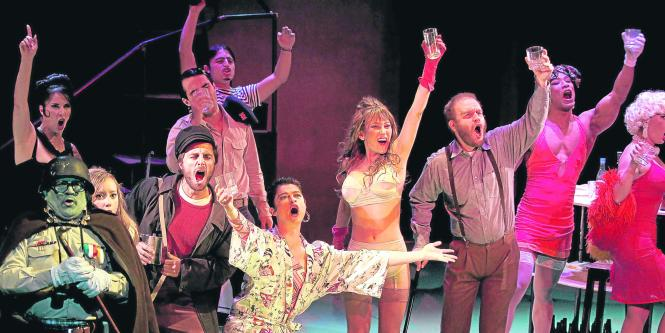 El teatro nacional cumple 30 a os llevando cultura for Revistas de espectaculos