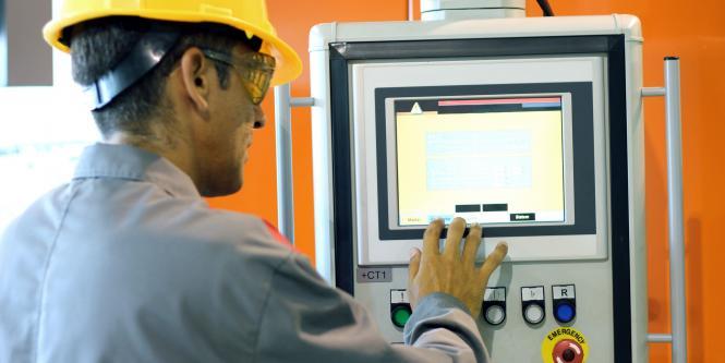 Inspección del equipo de trabajo: hay que realizar controles a los elementos de protección personal de los trabajadores, máquinas, equipos, herramientas, extintores, botiquines, kit de derrames y vehículos (de 2 o 4 ruedas).