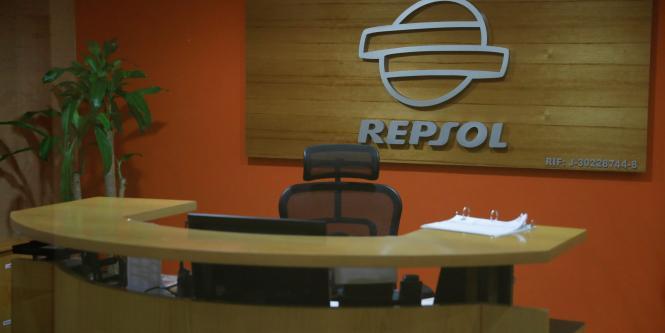 Petroleras comienzan a sacar personal extranjero de for Repsol oficinas