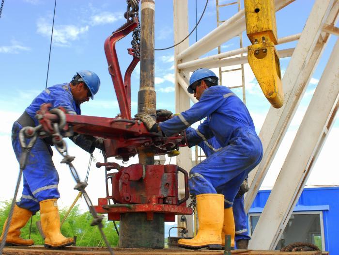 Producción de petróleo en abril mantiene su tendencia a la baja