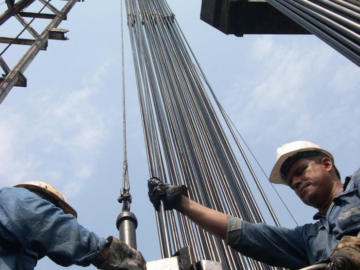 Fitch: desvío fiscal de Colombia pondría en riesgo panorama crediticio