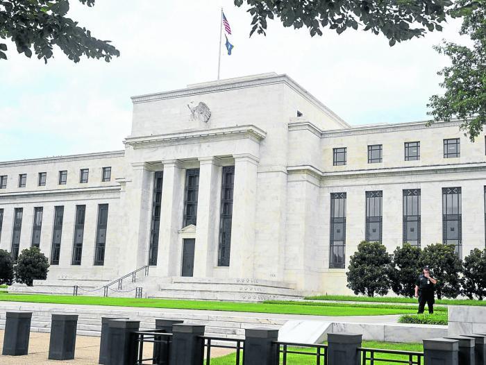 Dólar se ofrece hasta en 18.50 pesos en bancos