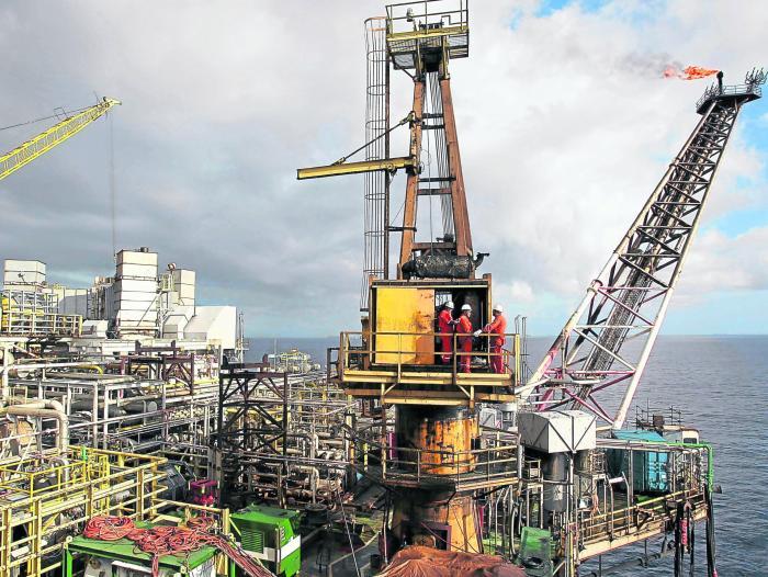 Precios del petróleo suben por temor a desabastecimiento