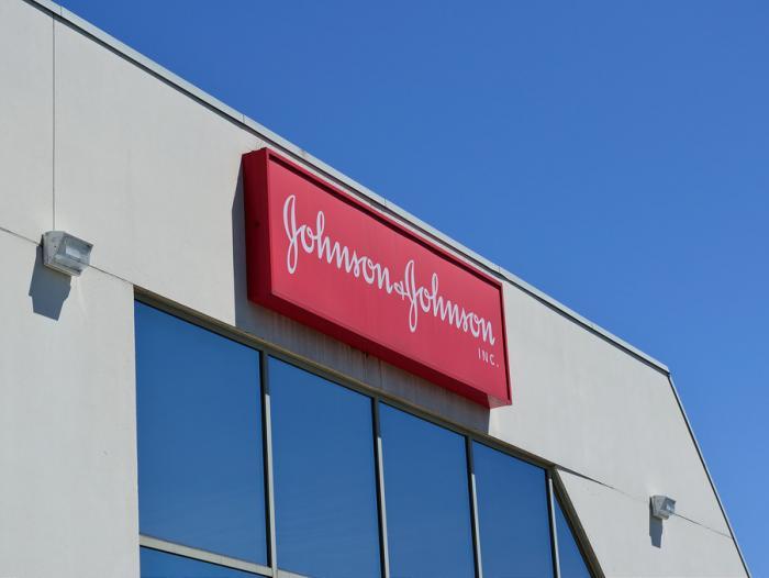 Paciente con cáncer ganó demanda de $110,5 millones contra Johnson & Johnson