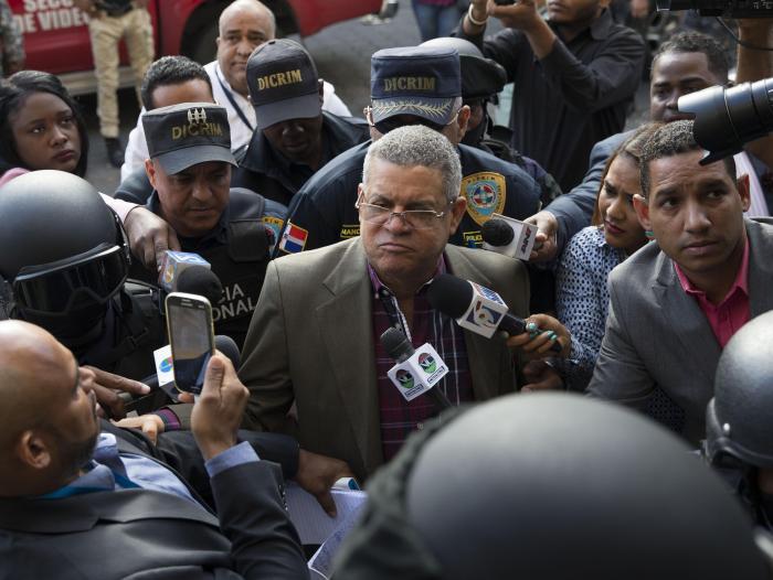 Detienen a un ministro y varios políticos de República
