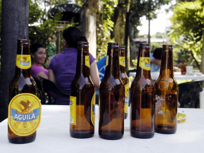 Bajan de precio la cerveza Águila por cábala con la Selección