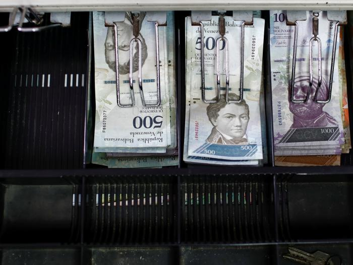 Maduro pospone entrada en vigencia de reconversión monetaria