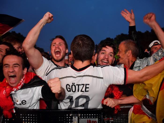 5c2753124e004 Adidas espera romper récord en venta de camisetas en el Mundial ...
