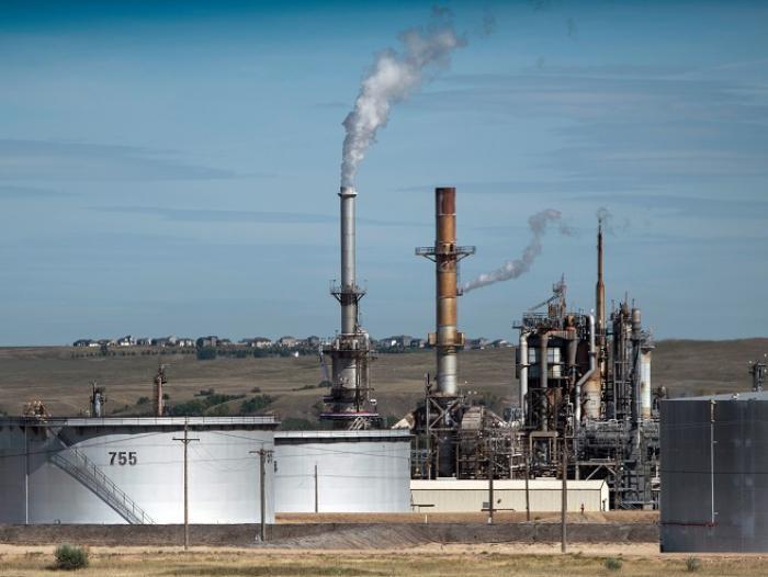 Colombia pospone plazos de subasta petrolera ante desplome de precios