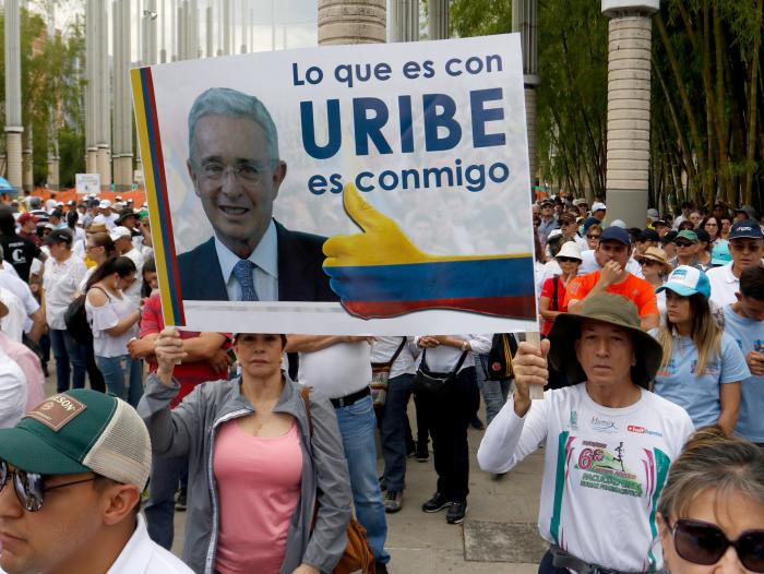 Marchas en favor de Uribe antes de que comparezca ante la justicia ...