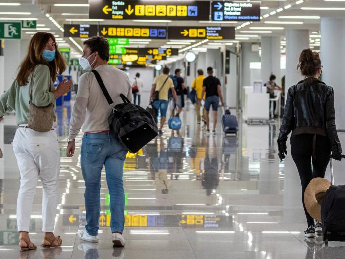 Colombia cierra vuelos desde Reino Unido por nueva cepa del Covid    Gobierno   Economía   Portafolio