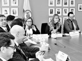 El Mintrabajo, los sindicatos y los empresarios, ayer en la primera reunión de la Comisión de Concertación.