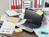 Reordene su escritorio, cambie de hábitos, redefina su plan de trabajo, cambie de mecanismo y pruebe a hacer las cosas de otra forma. Si no le gusta lo nuevo, siempre puede volver a lo anterior.